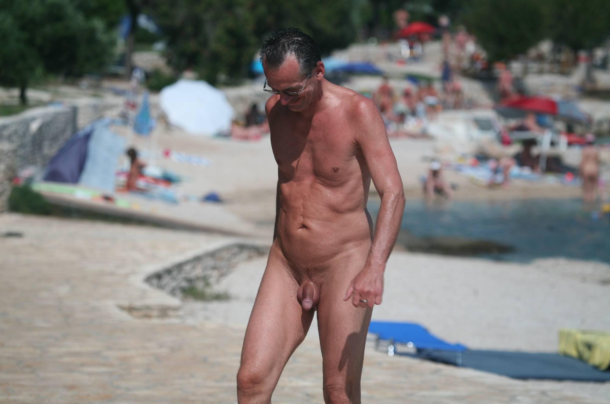 Nudist Pics Nudist Beach Pedestrians - 2