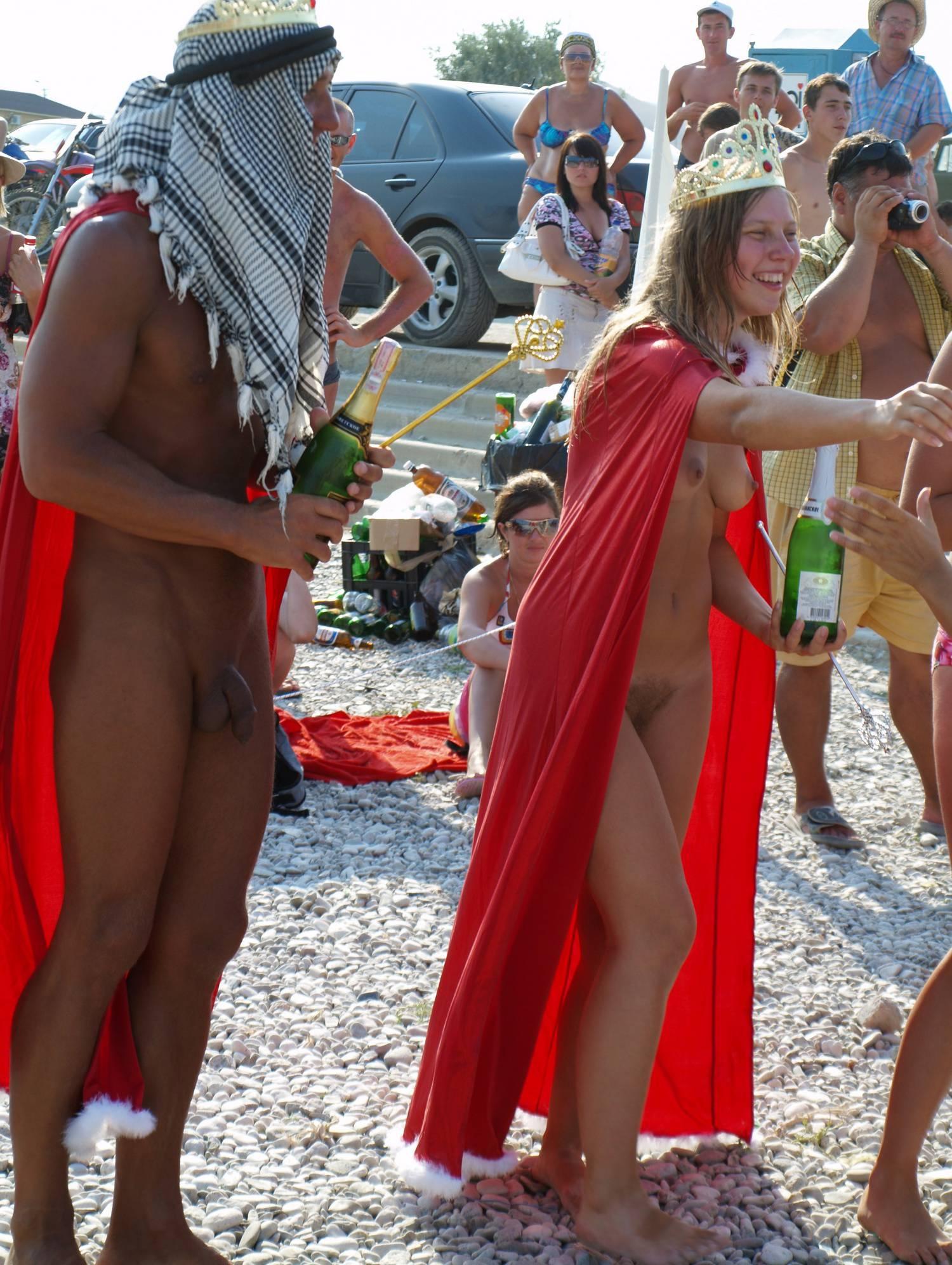 Nudist Photos Nudist Royal Family Show - 1