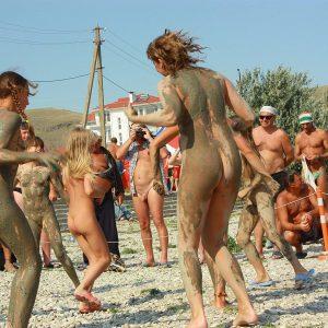 Sandy Muddy Dance-Off